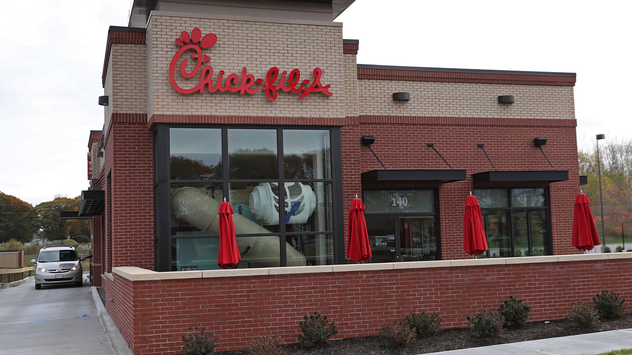 Eat mor chikin: Hilarious video shows cow flee across highway — and straight to the local Chick-fil-A