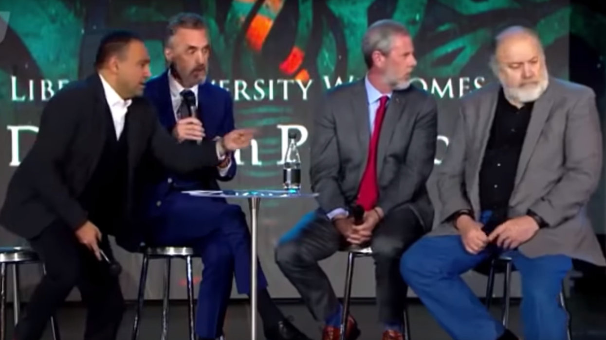 Man rushes the stage during Jordan Peterson talk at Liberty University. What happens next is spectacular.