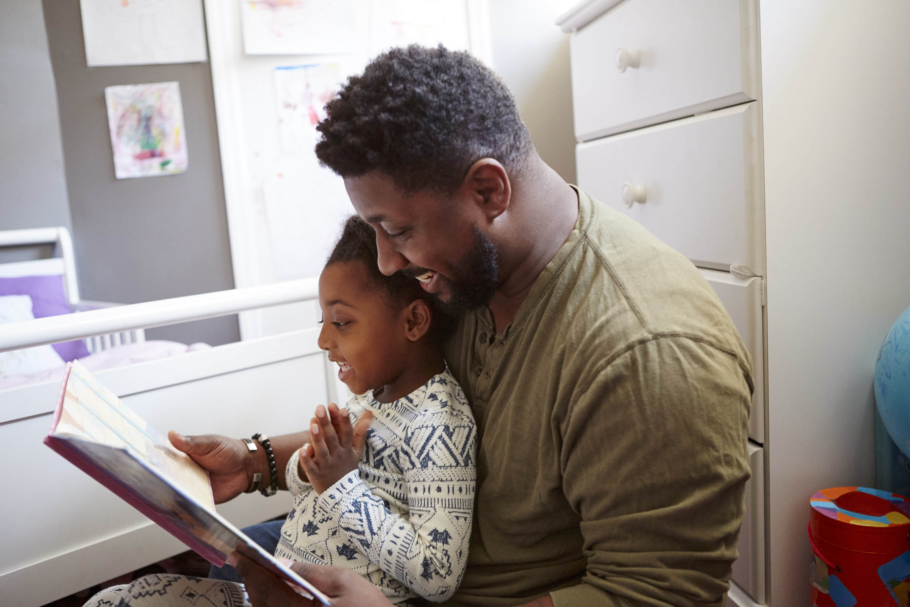 The scientific benefits of dads reading bedtime stories - Motherly