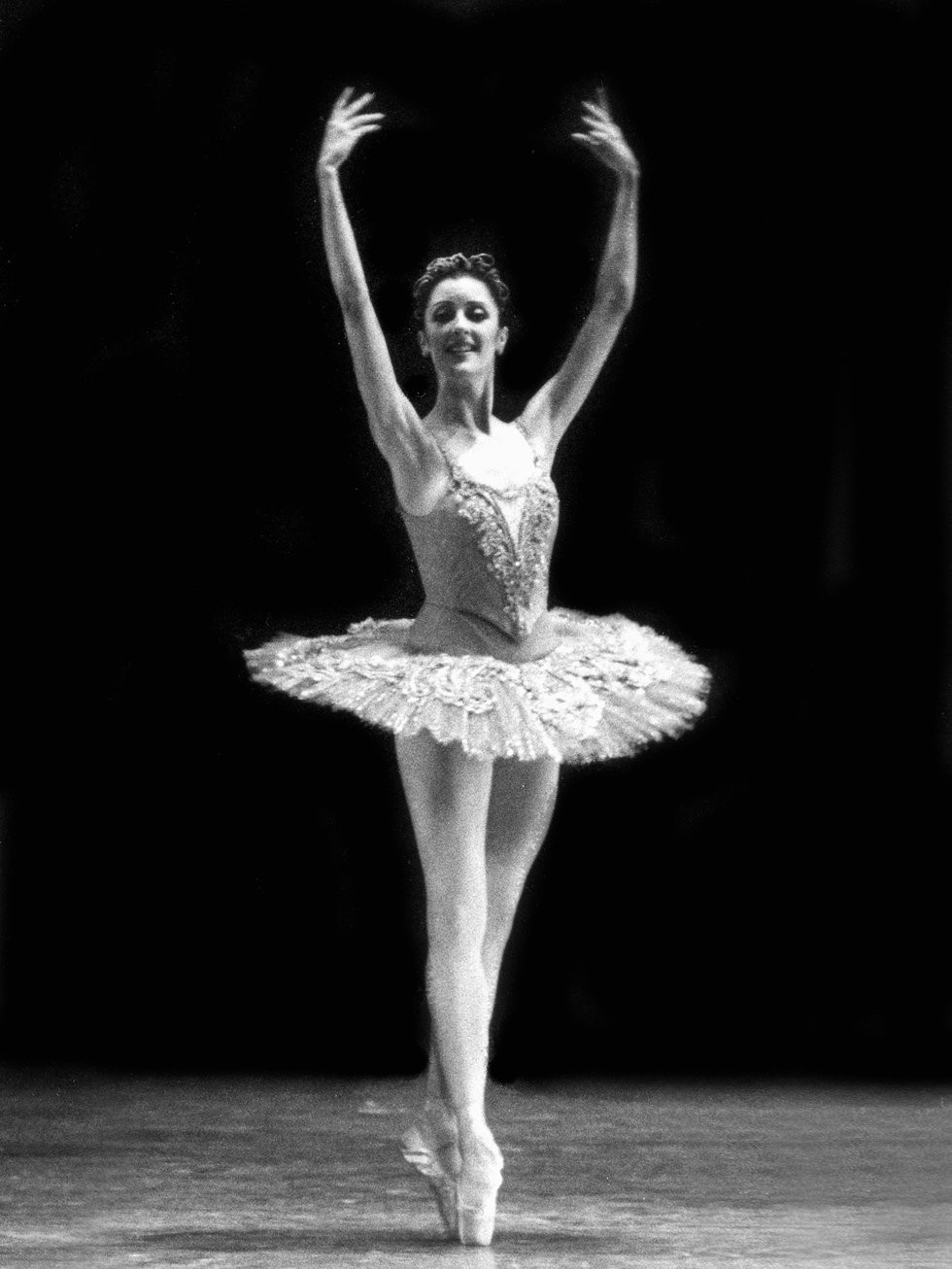 Carla Stallings Lippert in fifth position on pointe in a tutu