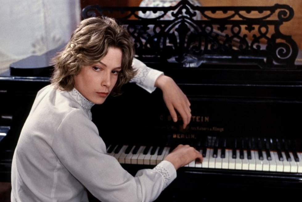 The Terrifying Reciprocity of the Aesthetic Gaze in Visconti s  Death in Venice