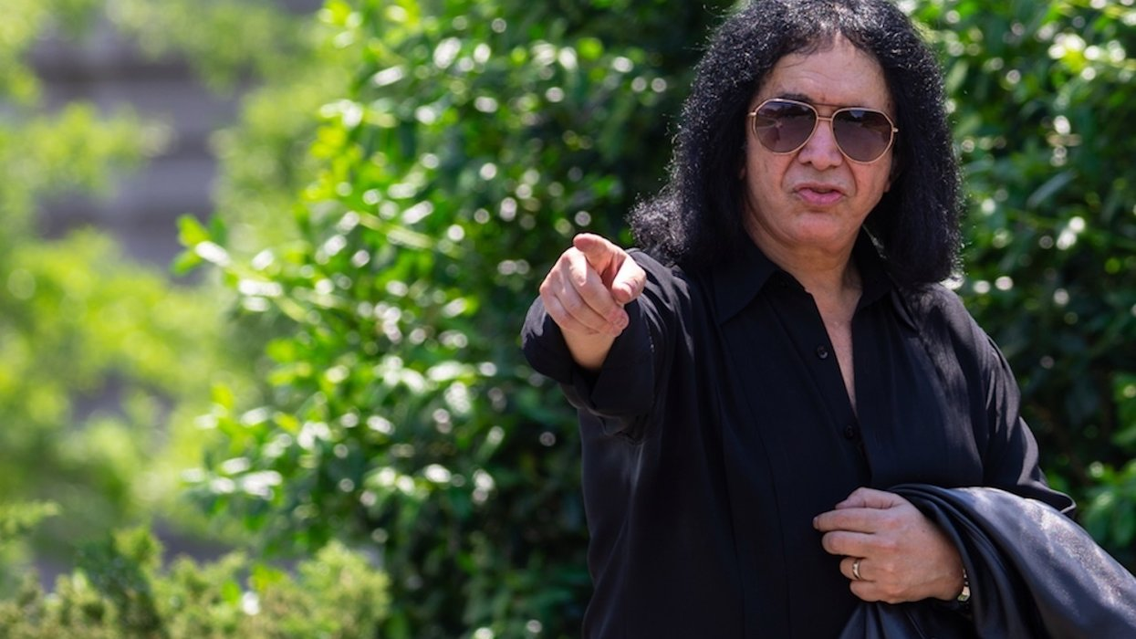 Rocker Gene Simmons fights back tears at Pentagon talking about how late mother loved US: 'America is the promised land'
