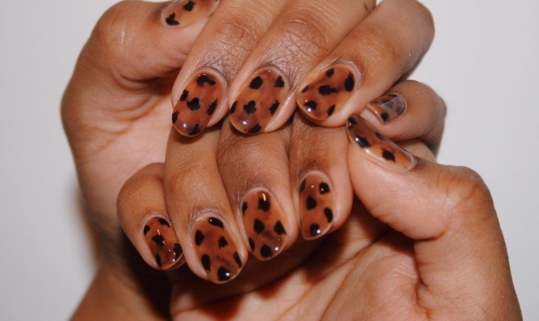 In A 90s Kind Of World, Tortoiseshell Nails Are Making A Comeback