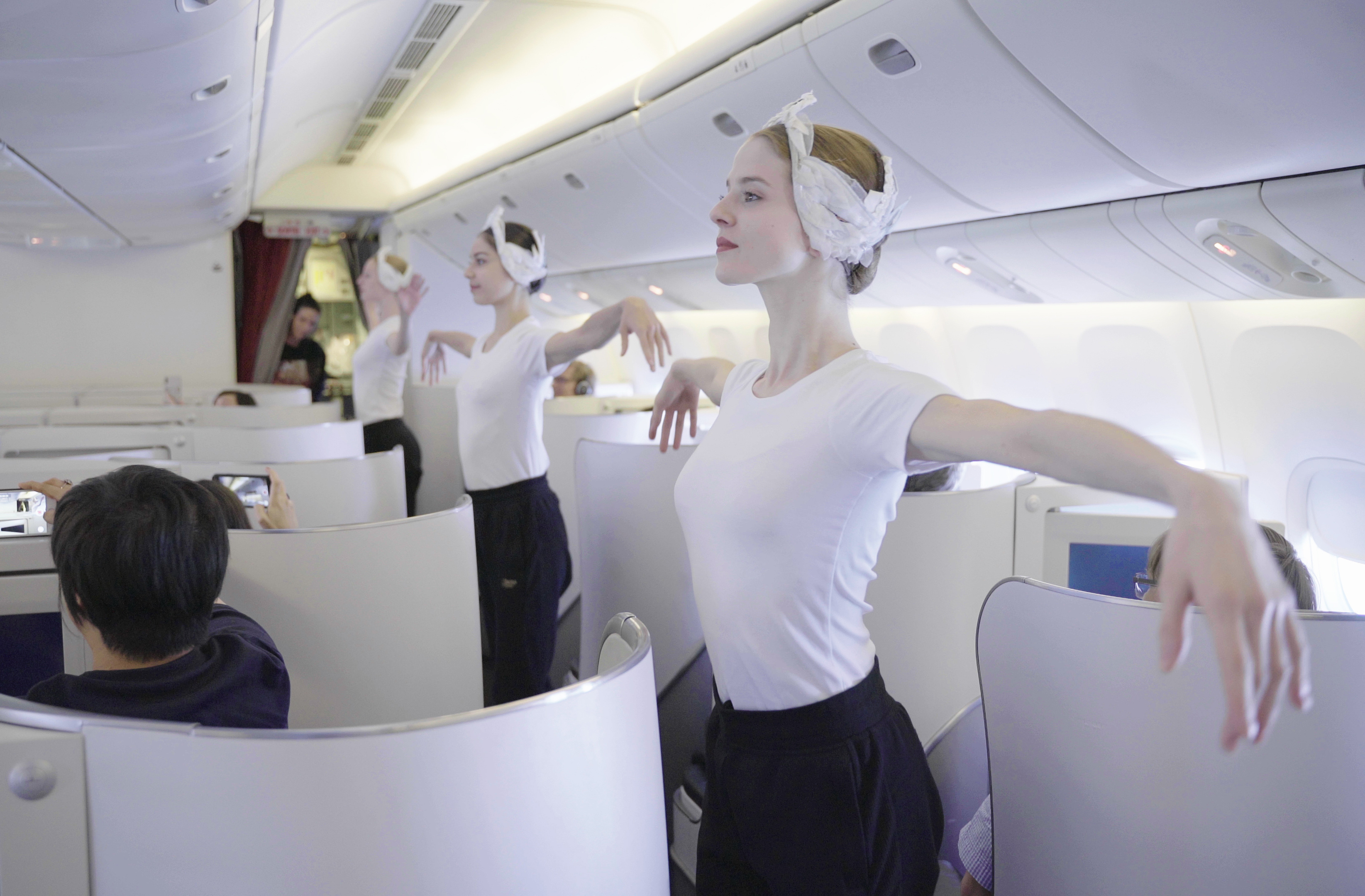 Watch These Paris Opéra Ballet Dancers Give a Surprise In-Flight Performance