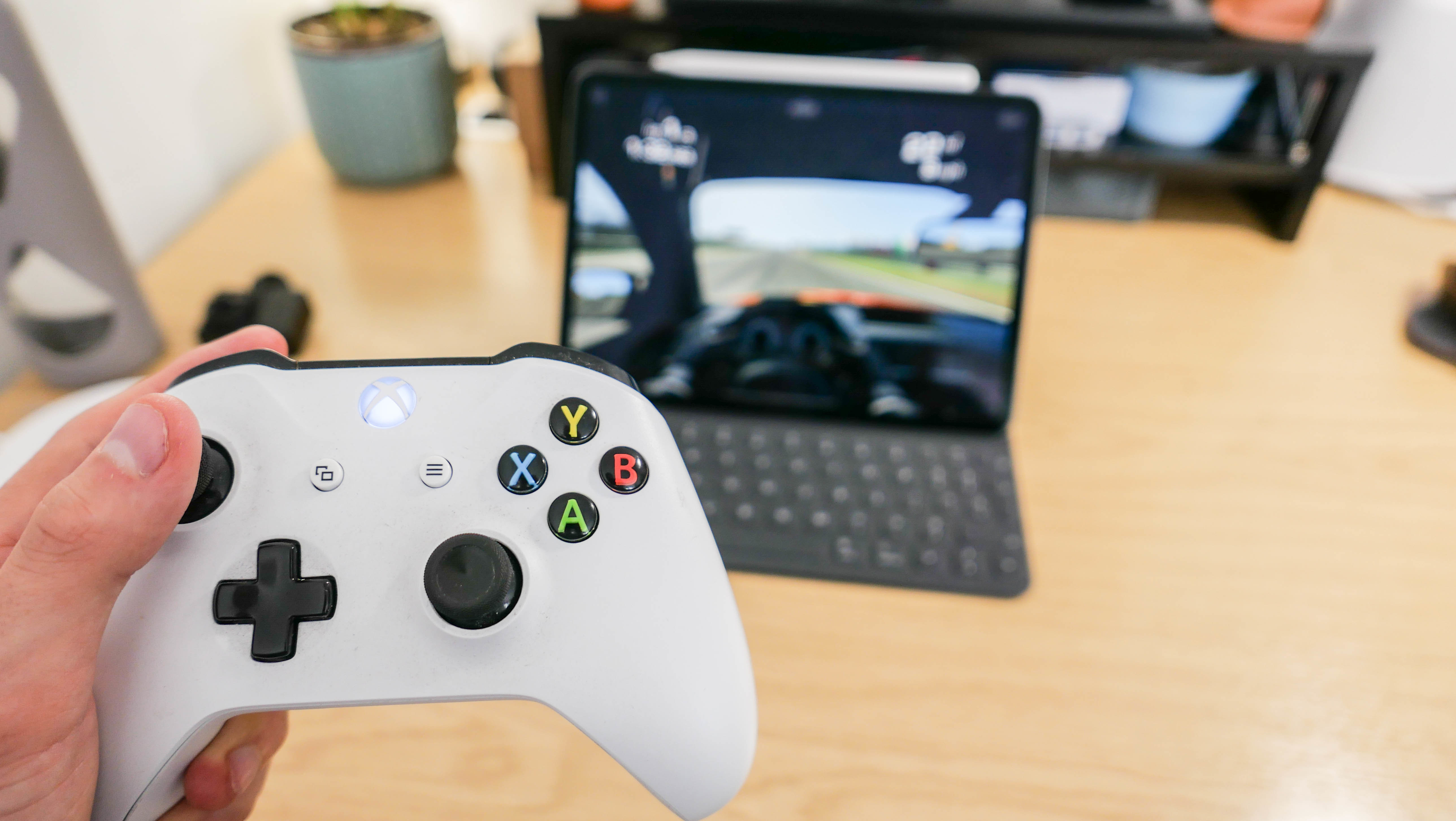 With iPadOS, the iPad works with Xbox and PS4 controllers - Gearbrain