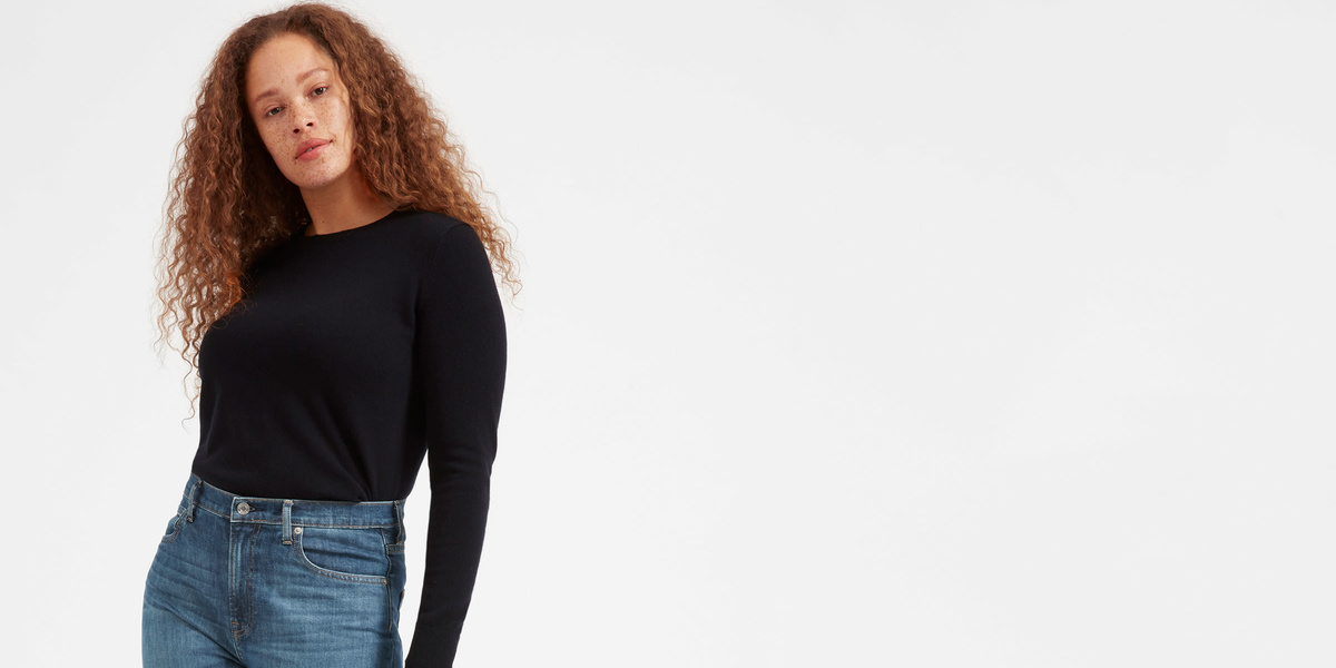 Our editor found the 5 most flattering jeans for postpartum mamas