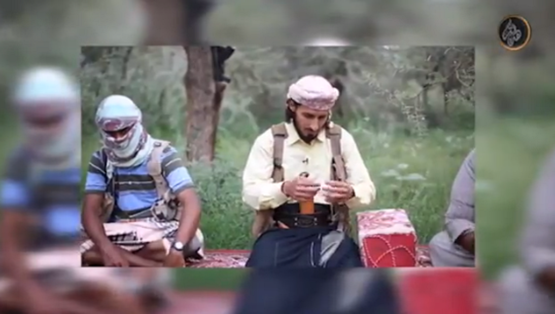 Isis Terrorist Repeatedly Gets Interrupted By Squawking Bird In Bizarre Blooper Video