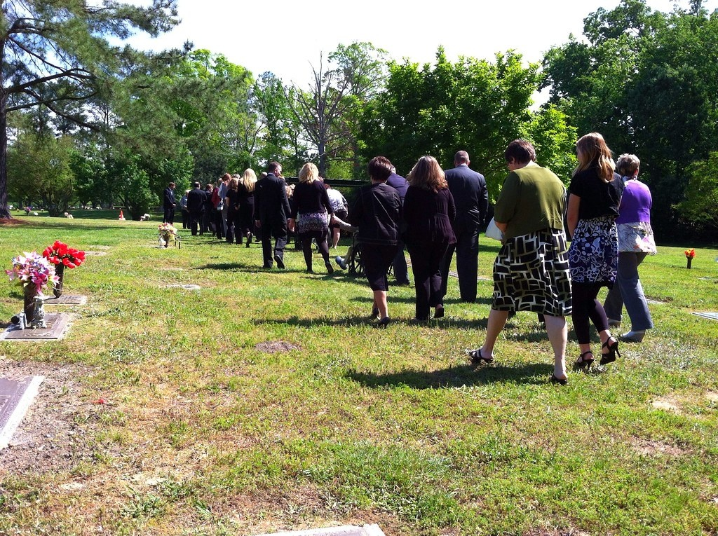People Share What Caused Them To Break Into Laughter At A Funeral