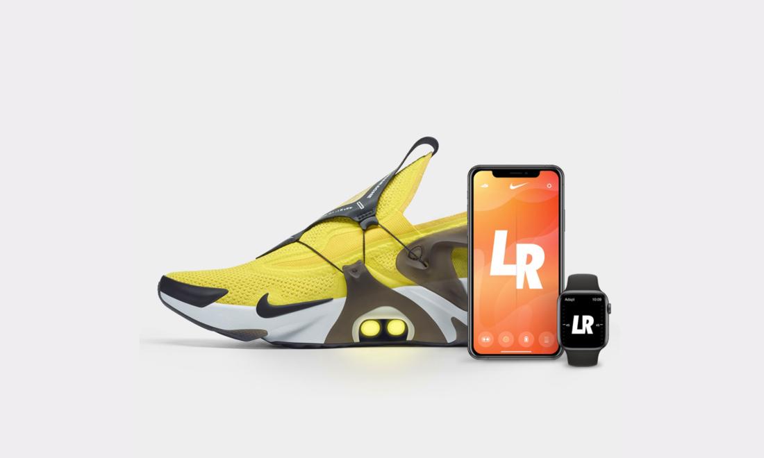 Nike presenta le scarpe che si allacciano e slacciano usando