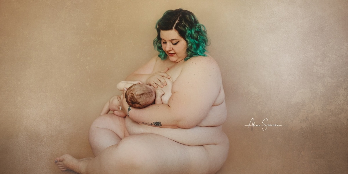 This photographer's viral breastfeeding photos are so important