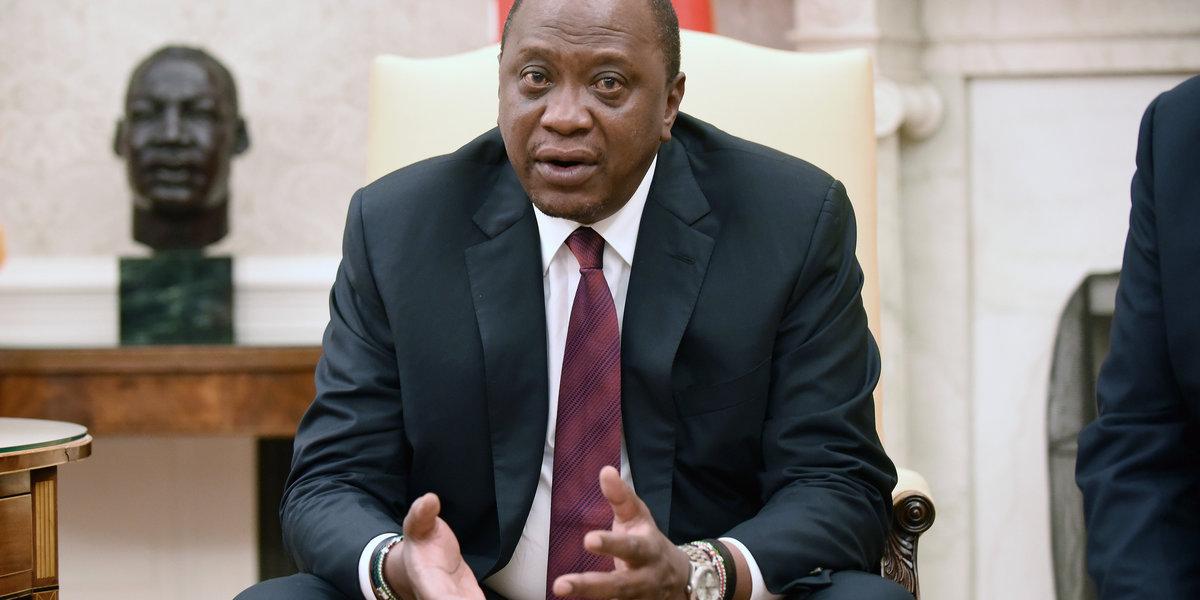 Kenyan Youth Share Their Frustration With President Uhuru Kenyatta Using the #DearPresidentUhuru Hashtag