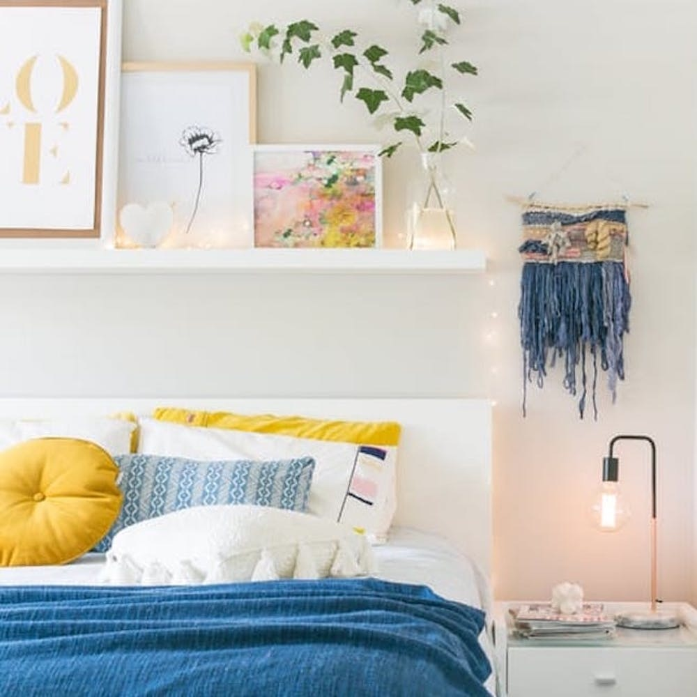 20 Times The Internet Showed Us That Shelves Above The Bed Are A Good Thing Brit Co