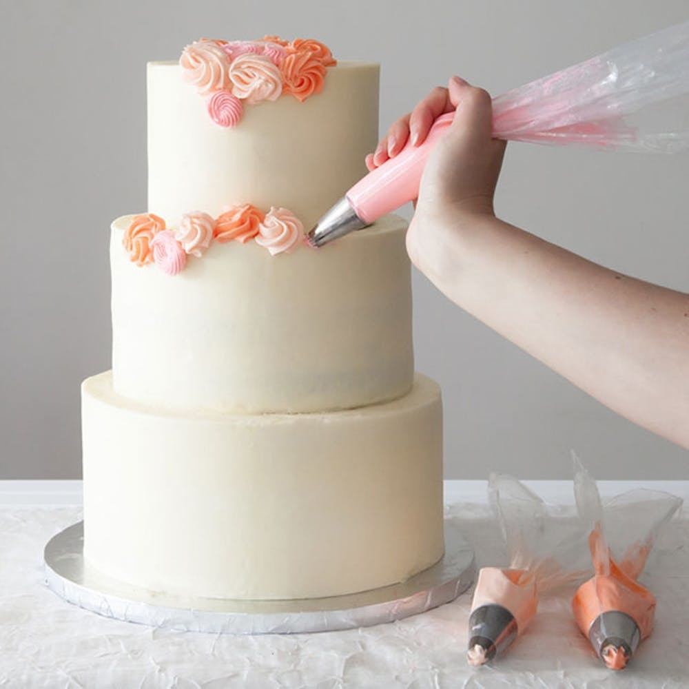 4 Easy Ways To Diy A Wedding Cake Brit Co