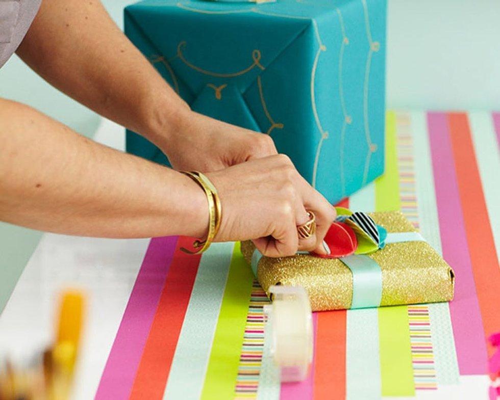 12 Last-Minute Holiday Gift Wrap Hacks