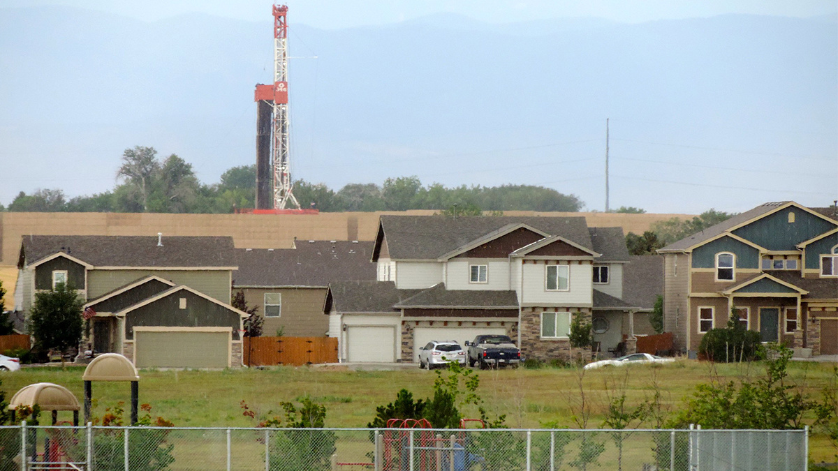 Fracking Study Shows Toxic Chemical Exposure 2 000 Feet From Drilling Sites