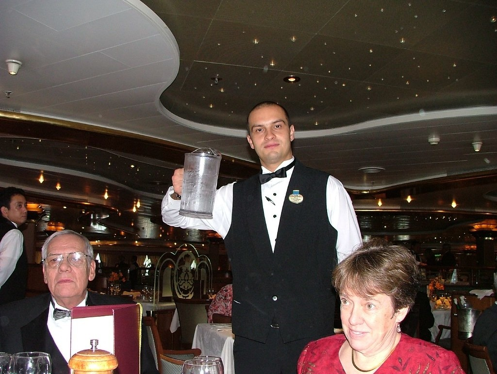 Waiters Explain Why They Have Rejected A Tip From A Customer