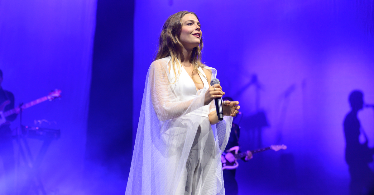 Singer Maggie Rogers Calls Out Behavior Of Concertgoer Who Yelled 'Take Your Top Off' During Vulnerable Moment