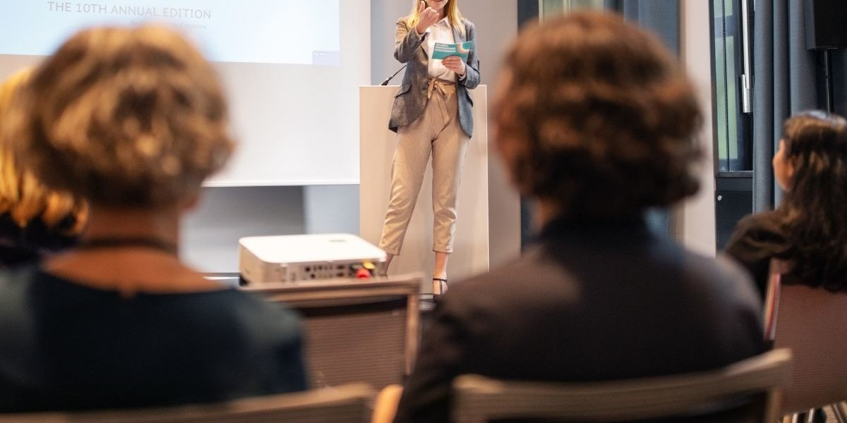Ernst & Young Held Training For Female Executives On How To Dress And Behave More Nicely Around Their Male Co-Workers