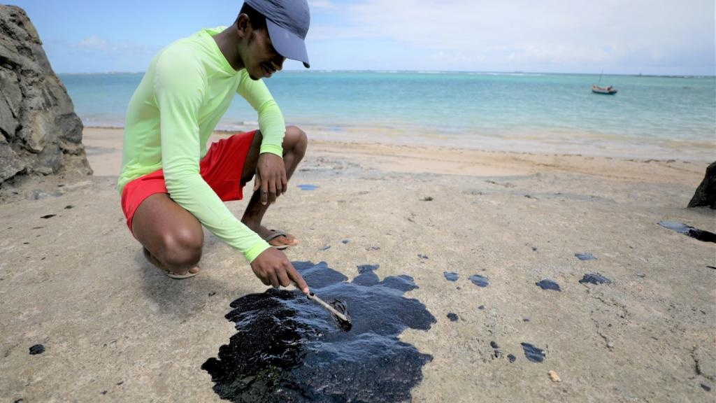 Massive Oil Spill Turns Brazil s Beaches Black Kills Marine Life Threatens