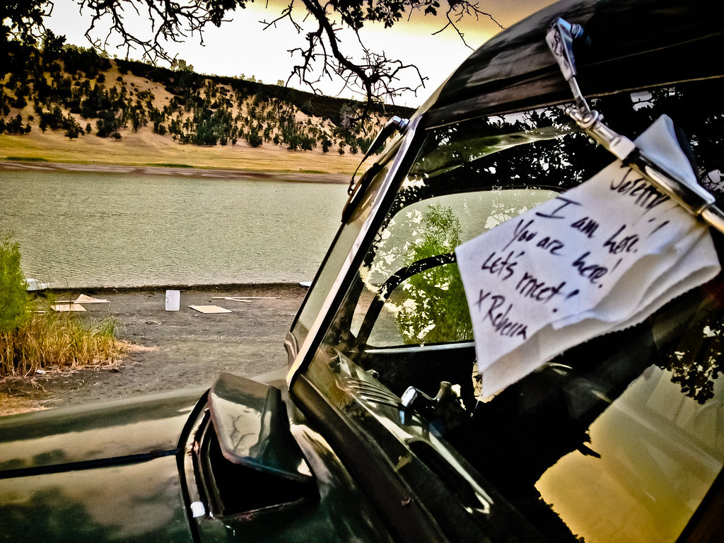 People Share The Notes They've Found On Their Windshield