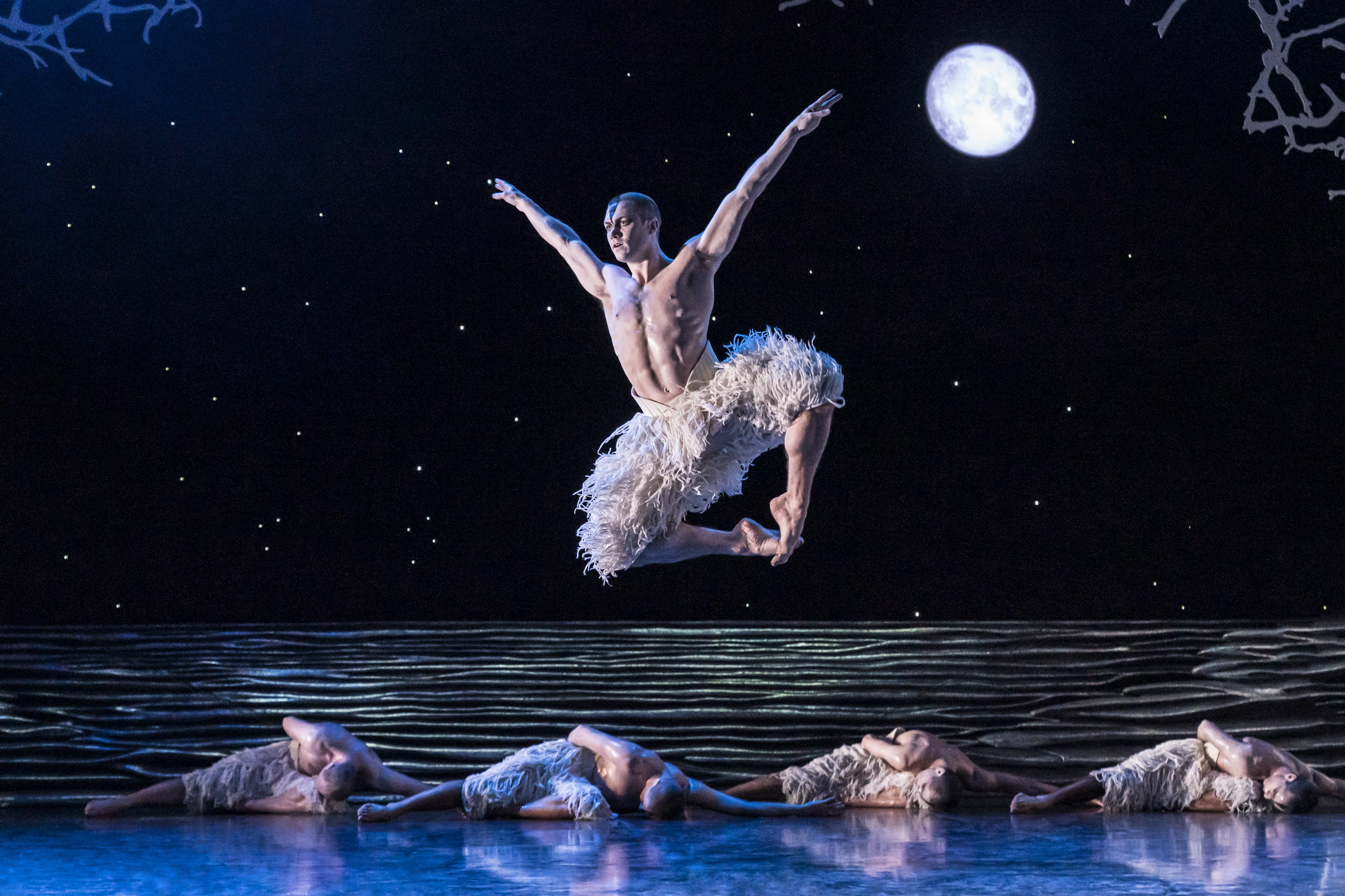 """Onstage This Week: NYCB Opens Its Winter Season, Matthew Bourne """"Swan Lake"""" in DC, and More!"""
