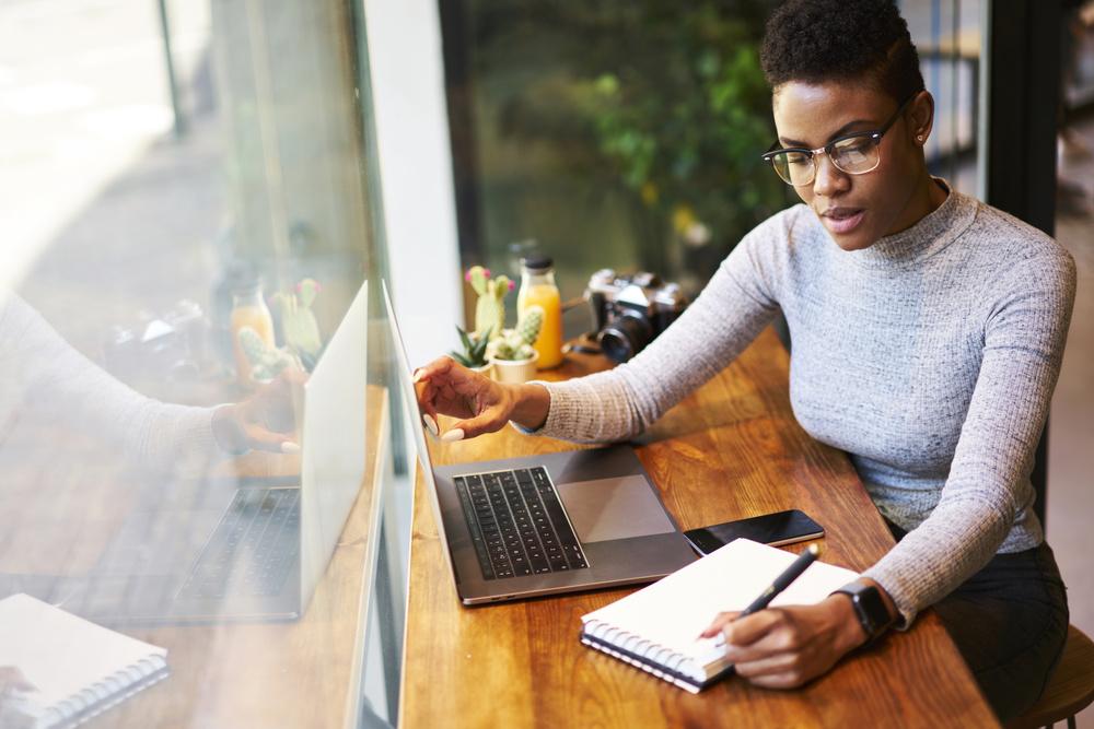 12 Black Female Financial Gurus You Need To Follow