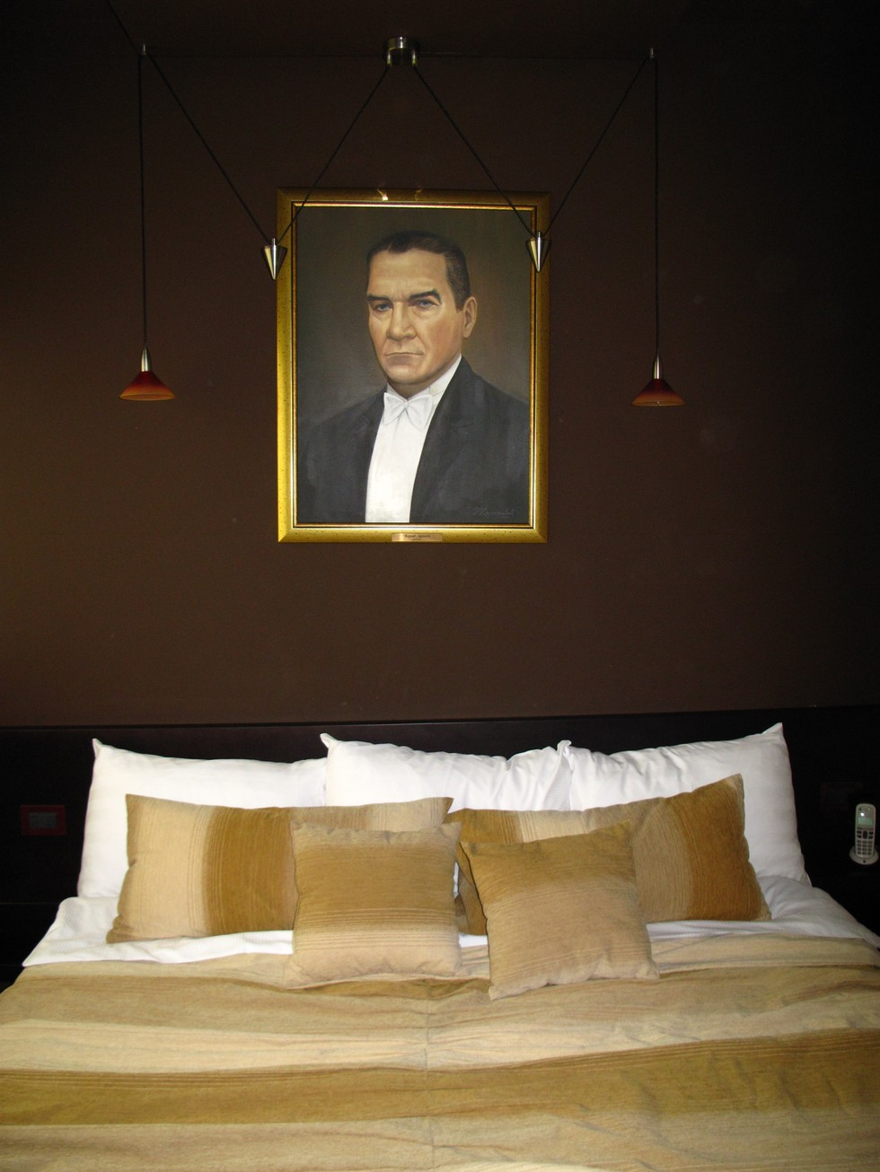 Things i like about being stranded in belgrade my room at for Design hotel mr president