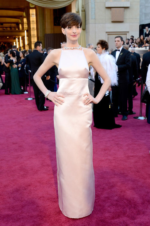 Anne Hathaway Apologized For Her Oscars Dress - PAPER