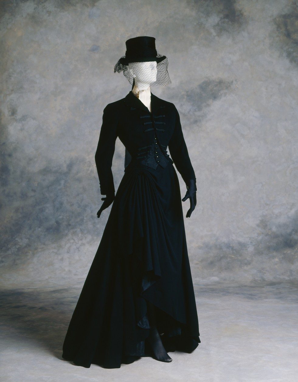 Queer History of Fashion