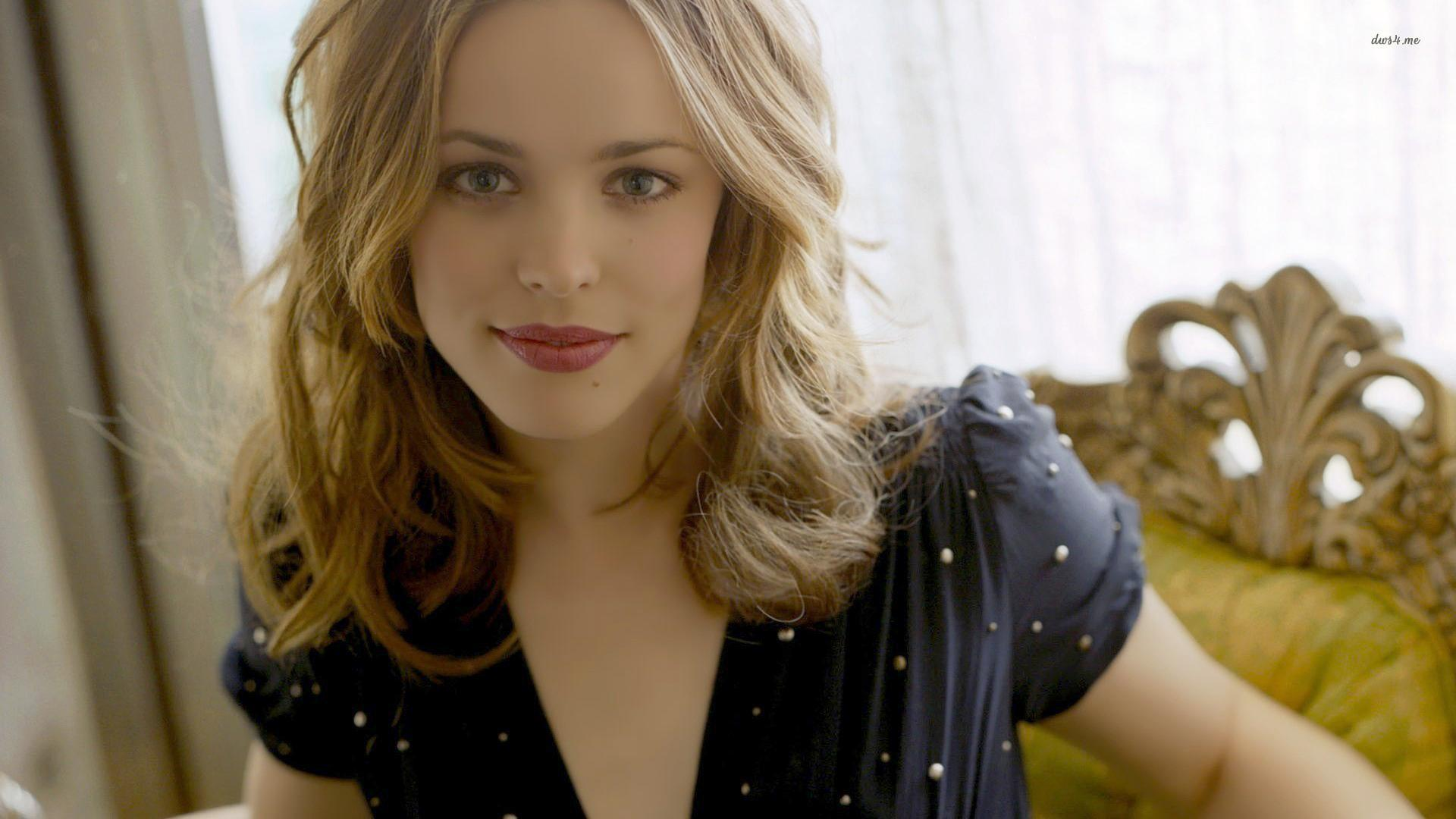 WATCH: Rachel McAdams Talks About Getting High For The First Time