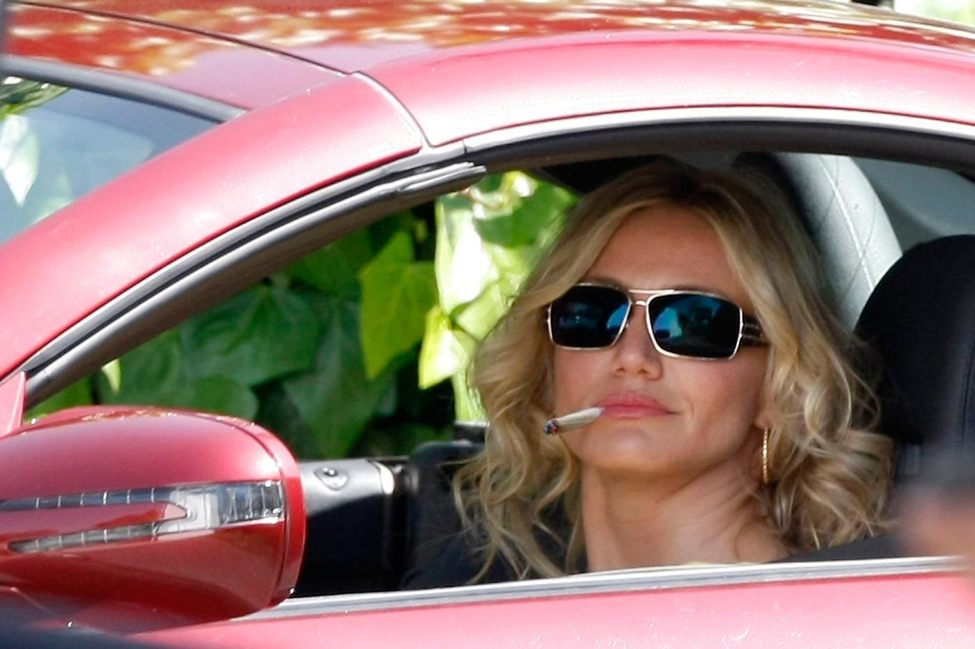 3 Reasons Celebrity Stoner Women Should Come Out Of The Grow Closet