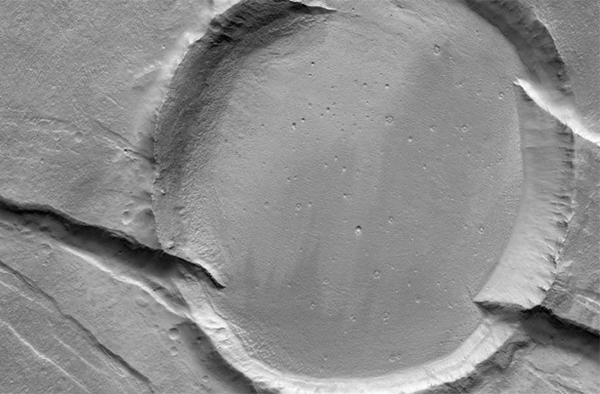 Gullies on mars probably not carved by water seeker