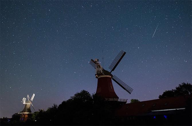 Cosmic Fireworks Perseid Meteor Shower 2015 Photos Seeker