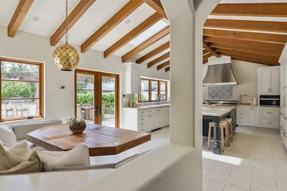 Stephen curry 39 s orinda house on the market for 4m 7x7 for 7x7 kitchen design