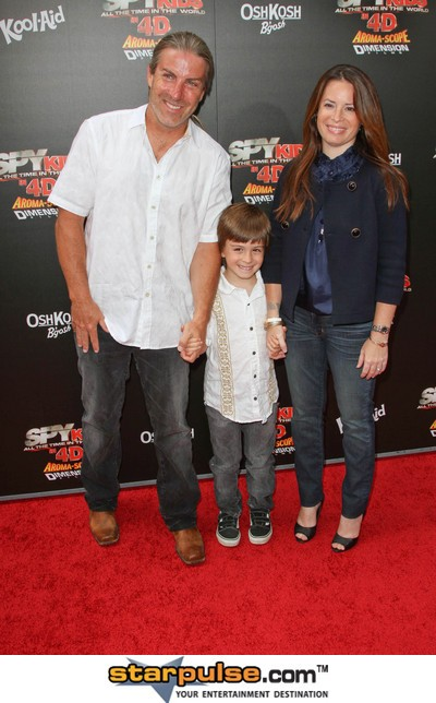 Bryan Travis Smith And Holly Marie Combs holly marie combs files for ...