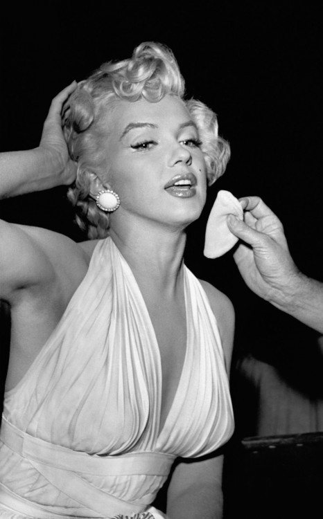 marilyn monroe what was her impact in the 1950 s society Marilyn monroe what was her impact in the 1950 s society marilyn monroe what do you think when you hear the word movie star you probably think of a beautiful, young, very talented actress when i hear the word, i think of marilyn monroemonroe was a hollywood glamour with the glow and energy that interested the world dominating the age of movie stars to come, without a question, she is the.