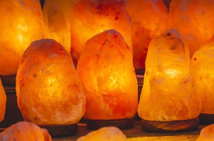 Aprenda sobre las lámparas de cristal de sal y cómo funcionan