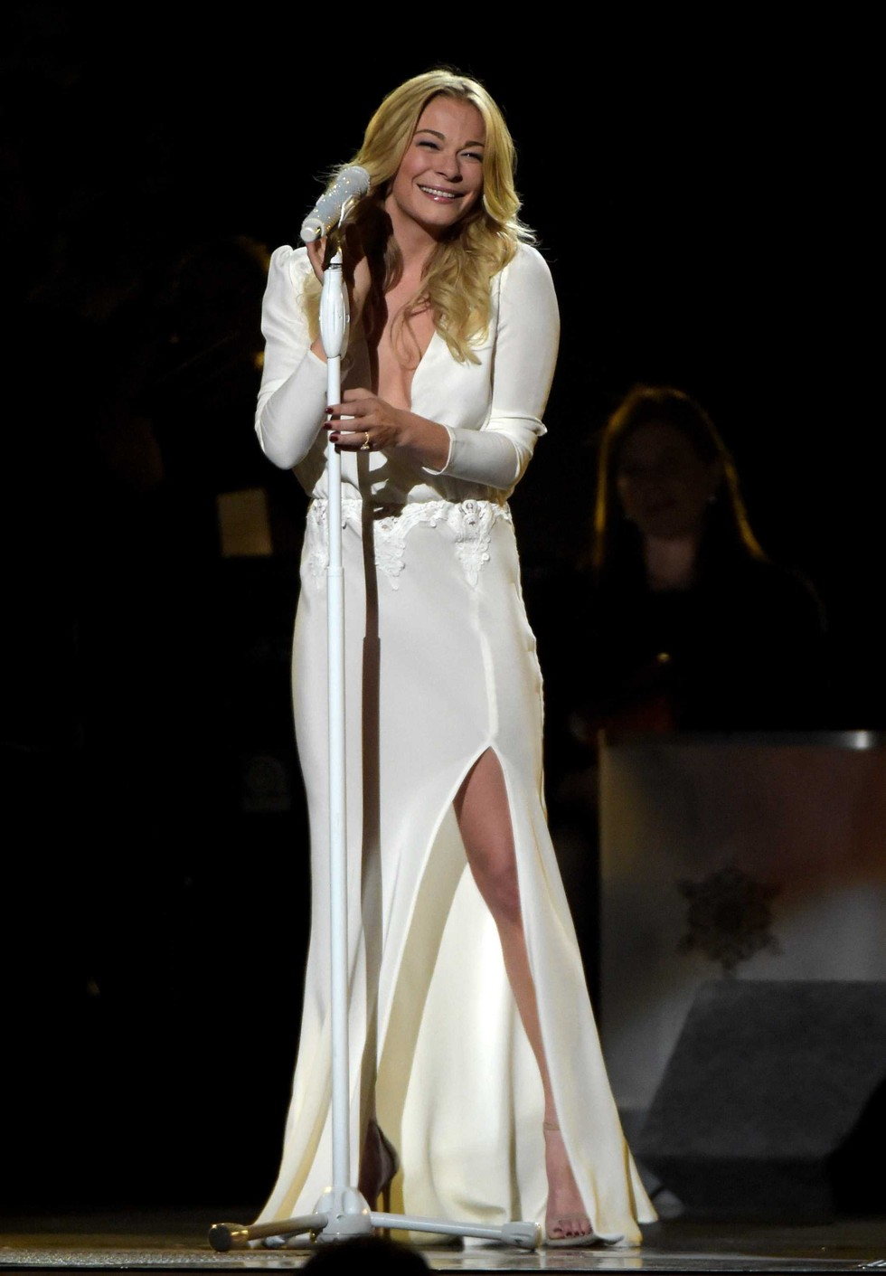 Leann Rimes Rips Into 'Carol Of The Bells' At CMA Country Christmas—Watch Now! - Popdust