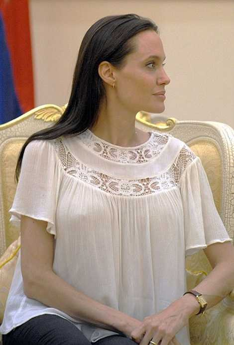 White blouse for women with boobs