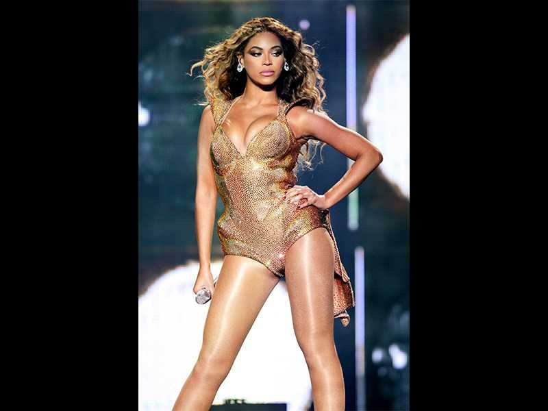 beyonce-naked-and-afraid-images-of-trey-songz-and-a-naked-women