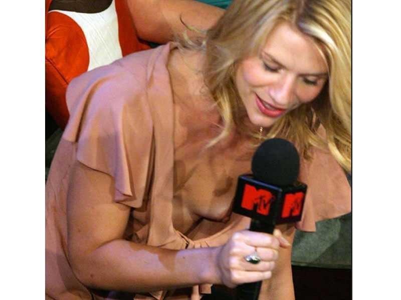 Alyssa Milano Boob Slip