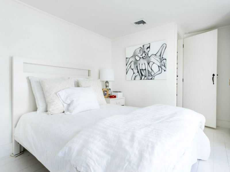 White bedroom in Hamptons home of Luann de Lesepps of RHONYC
