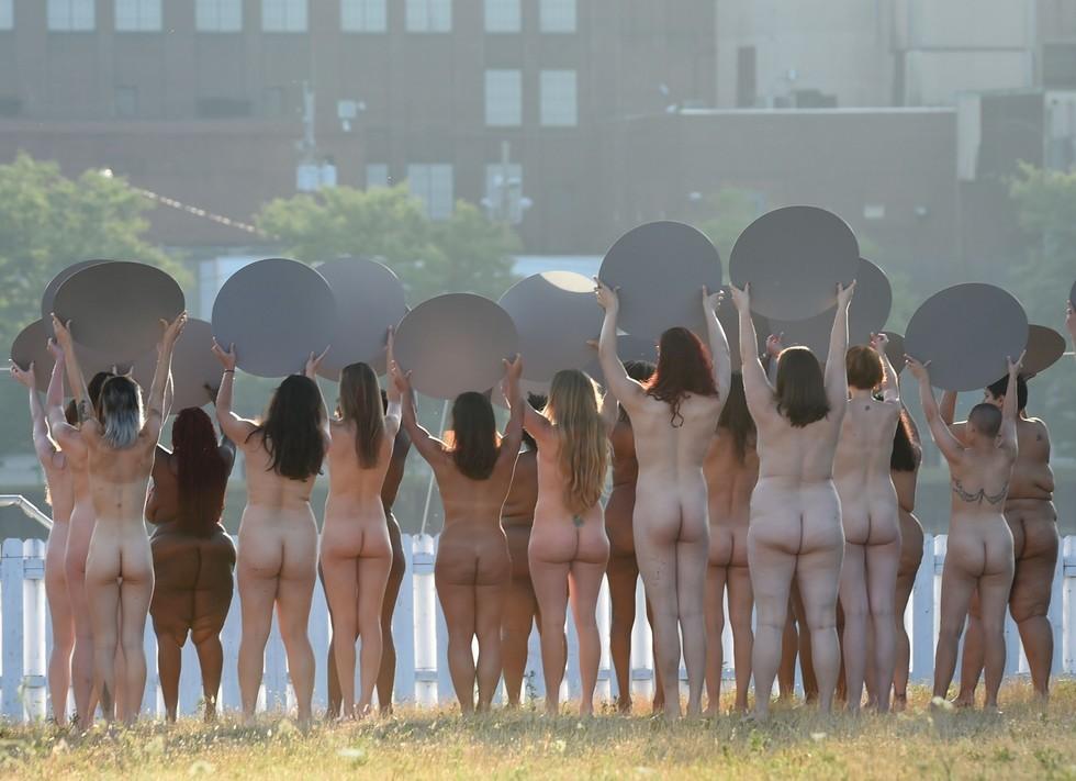 100 naked com