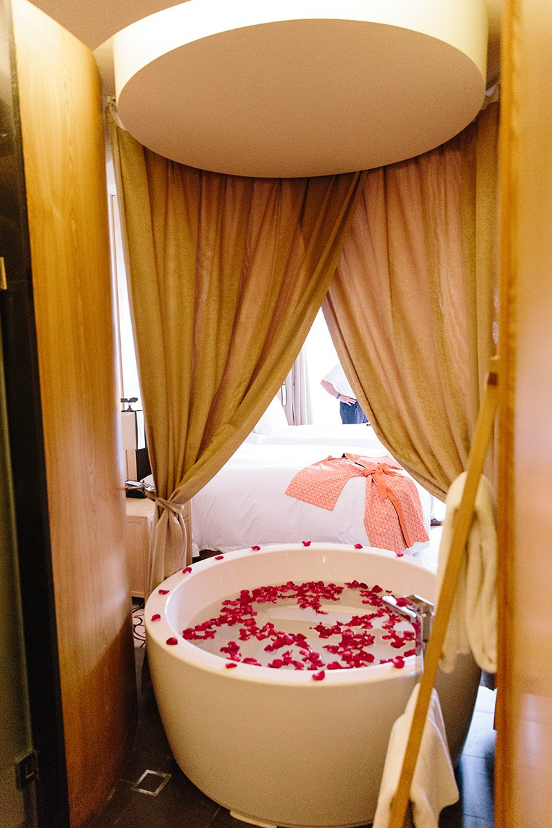 Beautiful round bath complete with rose petals at the Angsana Xi'an Lintong in China