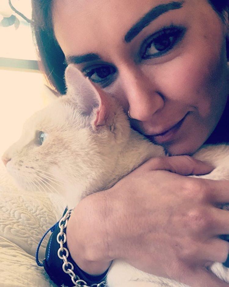 980x - Kisah cinta wanita dengan kucing peliharaannya