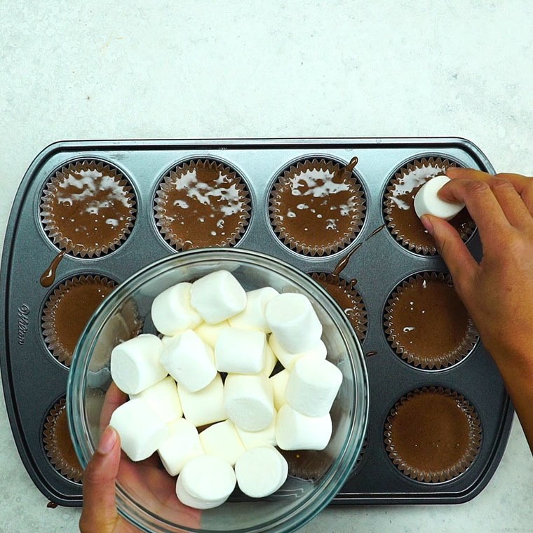 Marshmallow In The Middle Cupcakes Are The Ultimate