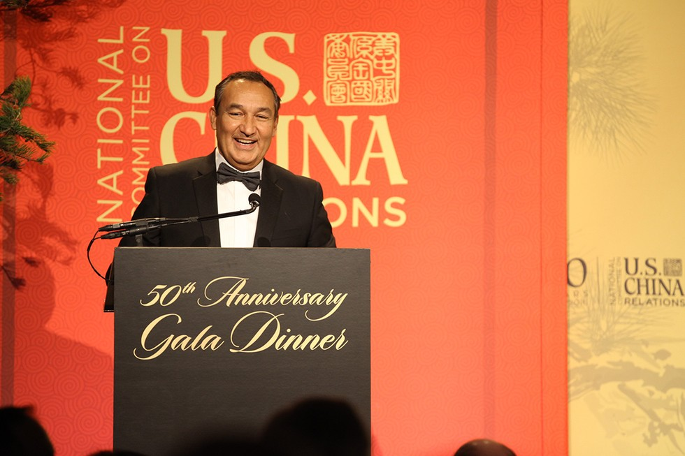 CEO, Oscar Munoz accepts the award from NCUSCR on behalf of United
