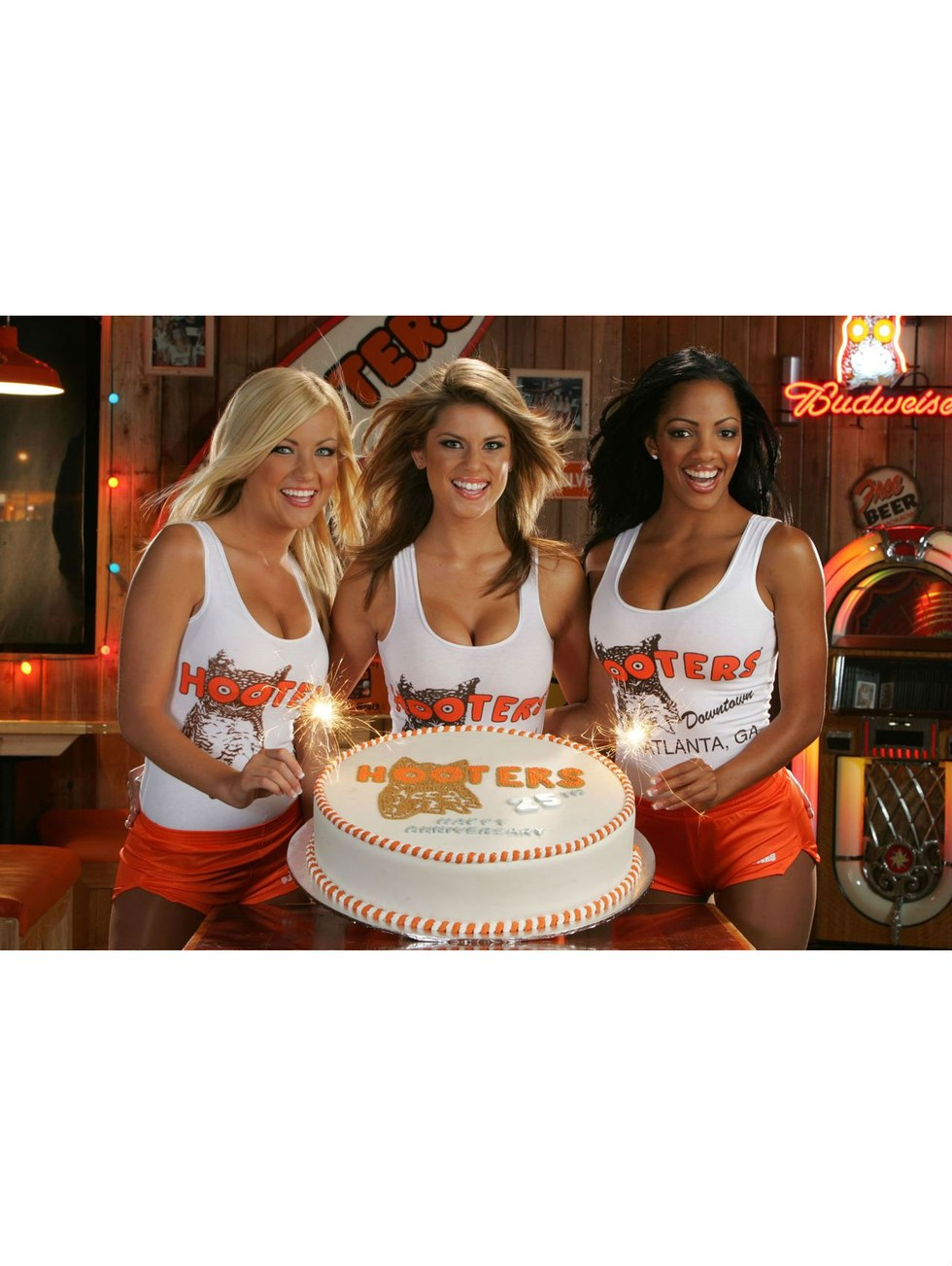 Hooters waitress 69039s like she ought to more at xxxslamcamscom 7