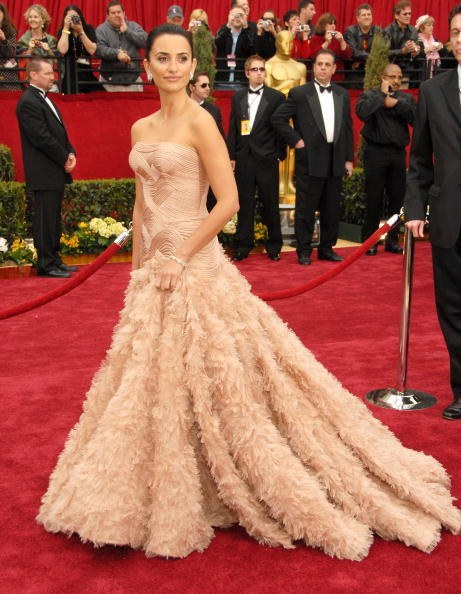 Penelope Cruz in Atelier Versace at the 79th Academy Awards (2007)