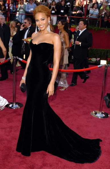 Beyonce in Versace at the 77th Academy Awards (2005)